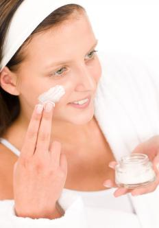Specific brands of creams can be used to lift and tighten sagging skin.