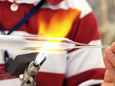 Both types of glassblowing use similar tools.