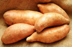 Yams should be cut in one of several ways before roasting.