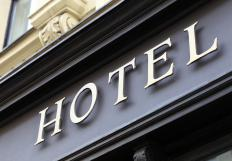 Travel agents may be able to get customers discounts at certain hotels.