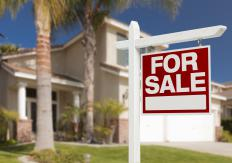 Real estate appraisers help when setting a sale price for a home.