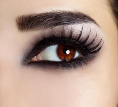 Smokey eyeliner creates a sexy look for semiformal evening affairs.