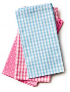 Linen dish towels or tea towels can be used to dry clean dishes.