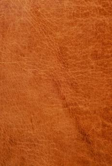 Full-grain leather is produced by removing the hair and tanning the hide, and can be made from only the finest raw material.