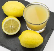 Consuming foods high in vitamin C, like lemons, prevents scurvy.