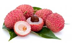 Cut lychee showing showing the flesh and pit.