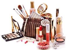 Bag organizers may be used to store makeup.