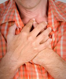 Signs of a severe lidocaine allergy may include chest pain following an injection.