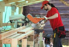 Unlike cabinet saws, contractor's saws are built to be portable and easy to move between job sites.