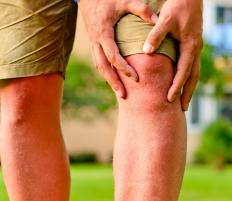 Pain and swelling are common symptoms of a torn knee ligament.