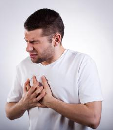 Reflux wedge pillos should have an elevation of at least 30 degrees in order to alleviate heartburn.