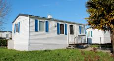 Exterior siding for mobile homes is comparable to siding used on standard construction houses.