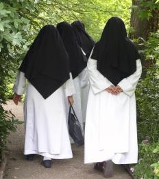 Wimples are commonly seen on nuns.