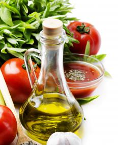 Tomatoes contain all four major carotenoids: alpha- and beta-carotene, lutein, and lycopene.