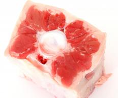 The oxtail should be trimmed of excess fat.