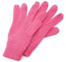 Knitting patterns can be used to make gloves.