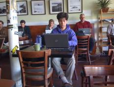 People using the WLAN in a coffee shop.