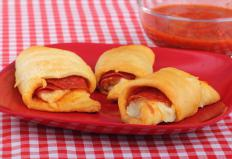 Individual pizzas or pepperoni rolls are good for kids's parties.