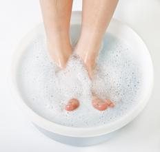 Soaking the feet can help with pain from a toe infection.