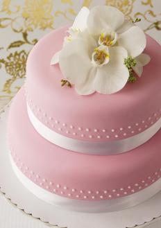 Cheesecake wedding cakes are often decorated with fondant icing.