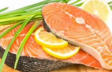 A diet high in antioxidant-rich foods like salmon may help prevent a breakdown in collagen.