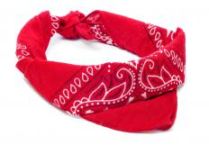 A bandana may be used to create a makeshift stirrup splint in an emergency.