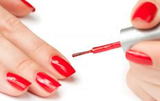 Fingernail polish provides a protective coating that can help with splitting fingernails.