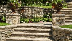 Natural rock retaining walls use rocks that can be found close to the location of the retaining wall.