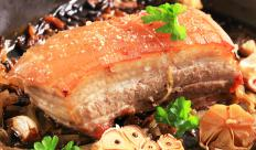 Pork belly can be braised and slow-cooked.