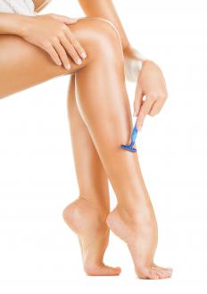 Shaving with sharp razors may help reduce pores on the legs.