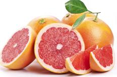 The serrated edge of a grapefruit knife allows the fruit to be cut into undamaged wedges.
