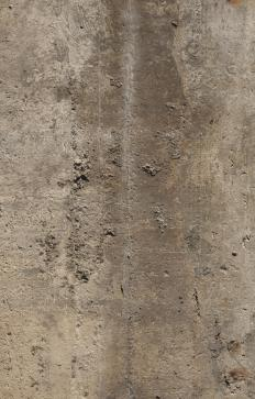 Spalling concrete shows pits and cracks.