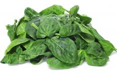Eating a diet rich in biotin, whch is found in foods like spinach, is beneficial to beard growth.