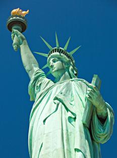 A few days in New York seeing the sights and landmarks can prove to be a memorable and fun last minute vacation.