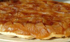 Pans for ordinary round cakes can also be used to make tarte tatin.