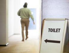 The need to urinate often can be a symptom of pyelitis.