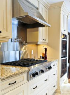 A kitchen utensil holder should match the overall decor or theme of the kitchen.
