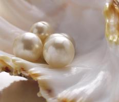 White pearls can be stained black to create fake black pearls.
