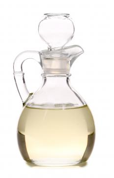 White vinegar can be useful to treat mild cases of folliculitis.