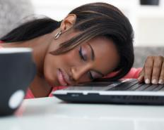 People with sleep apnea may suffer from daytime drowsiness.