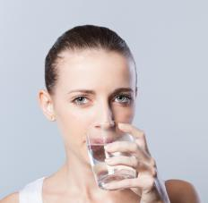 Vomiting and increased thirst may develop in someone who is experiencing diabetic ketoacidosis.