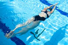 A swimming heart rate monitor should track an athlete's workout performance on a weekly and monthly basis.