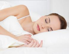 Individuals with a swollen nose should avoid sleeping flat on their backs.