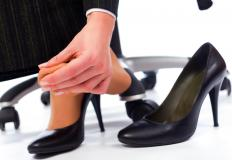 Symptoms of a broken toe may include pain when the toe is touched.