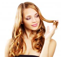 Using hair oil and conditioner can help make the hair shiny.