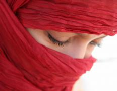A shawl hijab may be worn as a head covering.