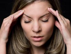 Symptoms of a formaldehyde allergy may include headache.