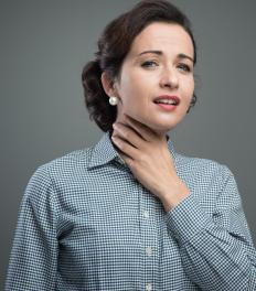 Symptoms of a Warthin's tumor may include swelling in the neck.