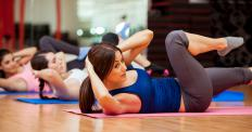 Many different types of crunches work the oblique muscles.