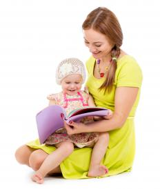 A reading specialist works with children.